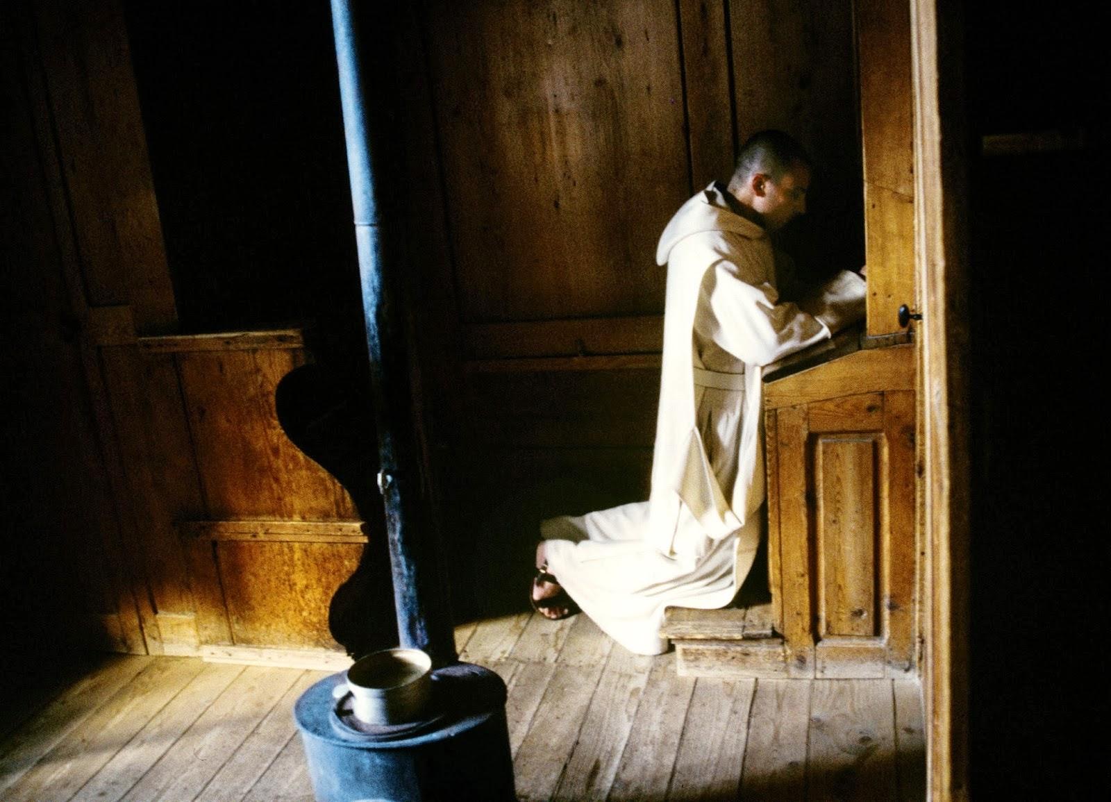 carthusian-monk-praying-4